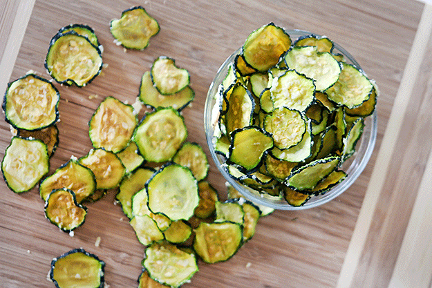 Parmesan-Garlic-Zucchini-Chips